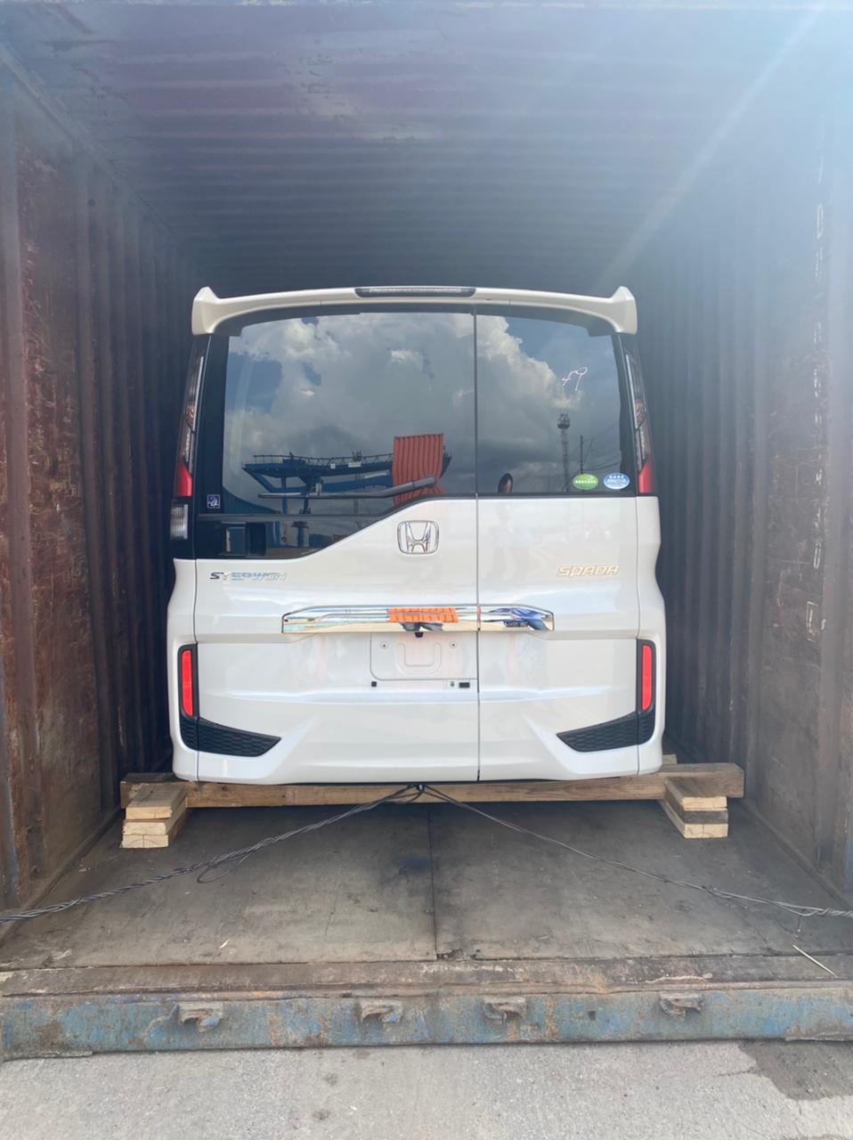 Организация отправки автомобилей в контейнерах